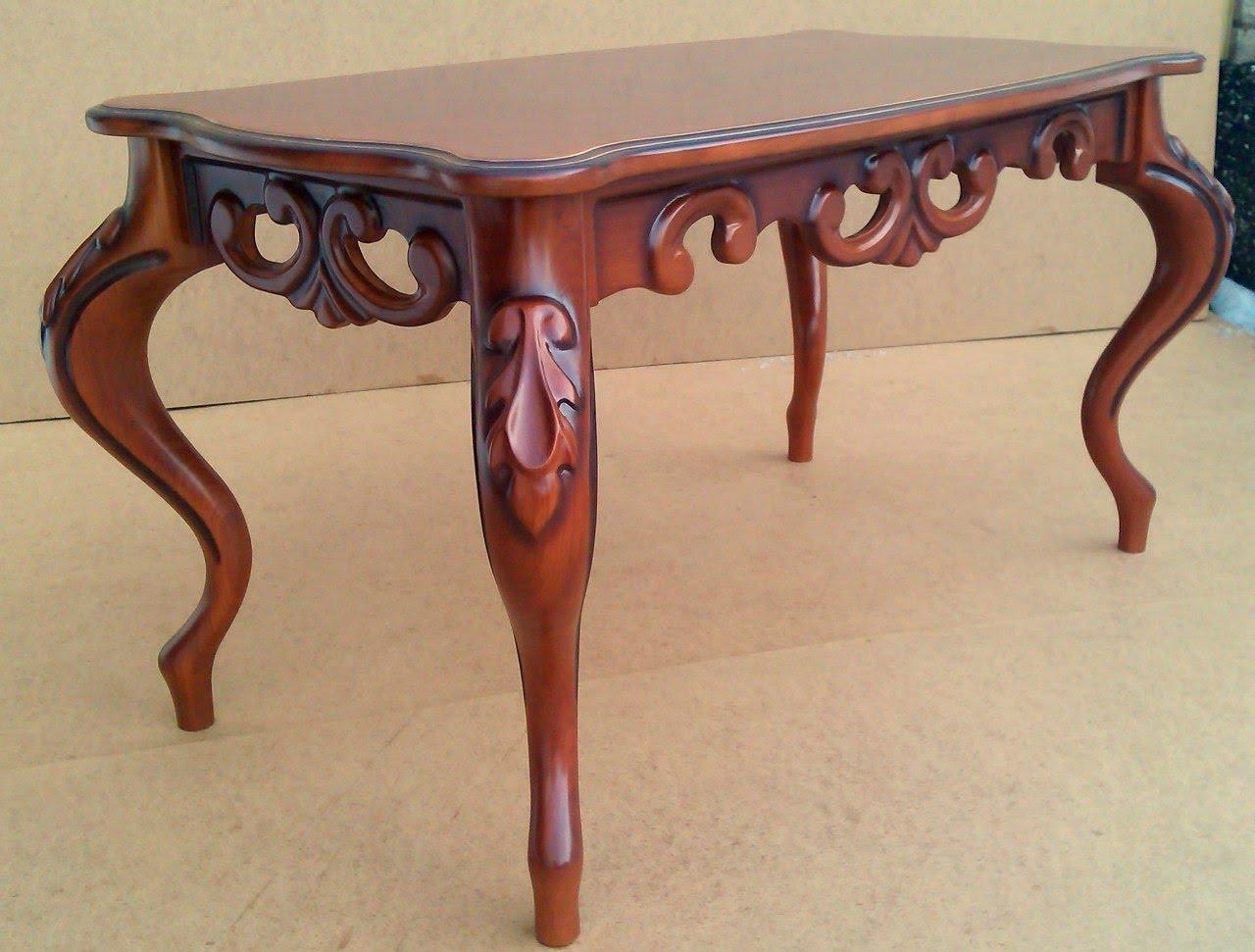 Журнальний столик із різьбленими ніжками: класика завжди в тренді!