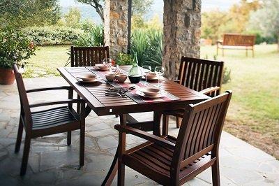 Обідній стіл для дачі: правила вибору