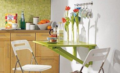 Відкидний столик в інтер'єрі маленької кухні